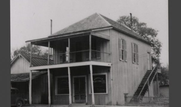 timeline-1904-the-first-store